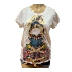 Plus size t-shirt with aplication